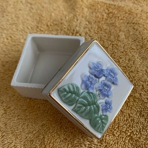 🆕Lenox Violet Trinket Flower Box